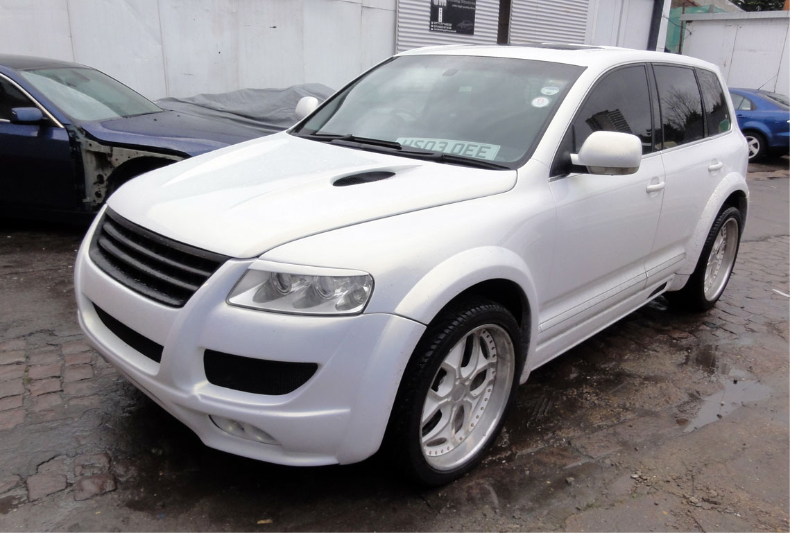 vw-touareg-body-kit-installation-in-london-at-rt-performance